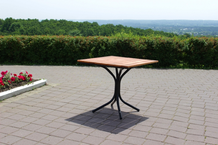 мебель для кафе стол деревянный на металлическом каркасе